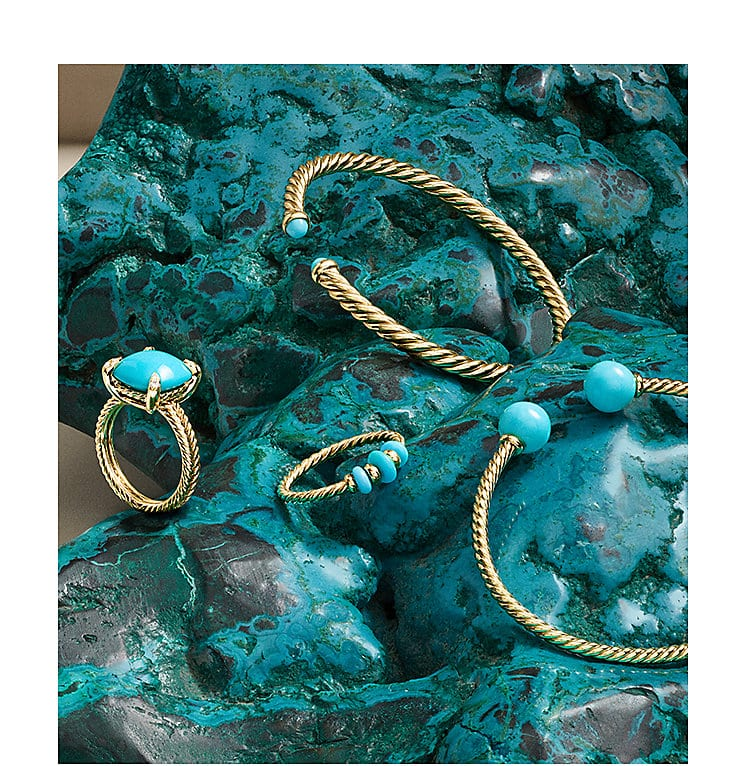 Cablespira® bracelet, Châtelaine® ring with pavé diamonds, Rio Rondelle ring and Solari bracelet in 18K yellow gold with turquoise on an irregular block of turquoise.