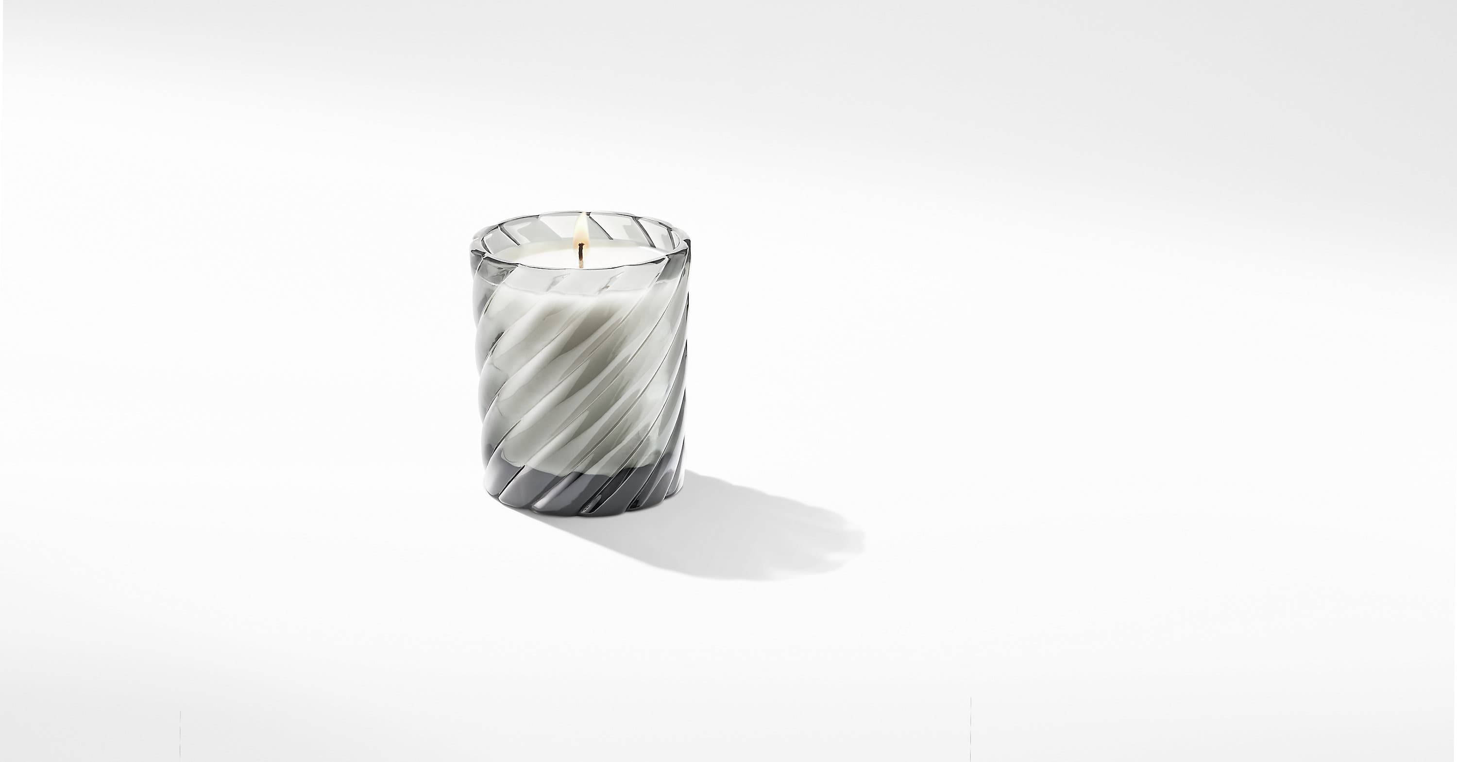 Cable Classic Candle with Berries and Rose Scent