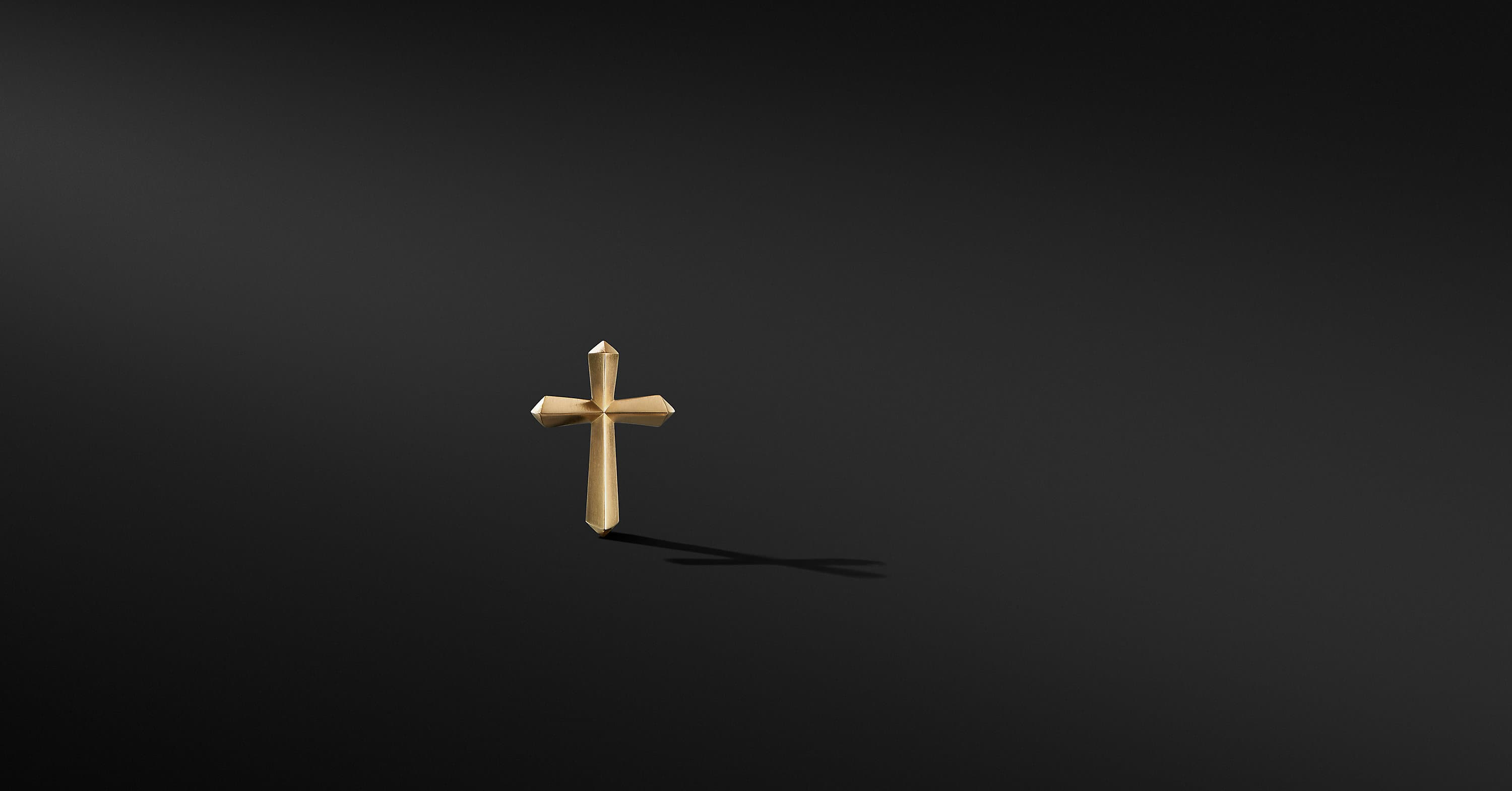 Roman Cross Lapel Pin in 18K Yellow Gold