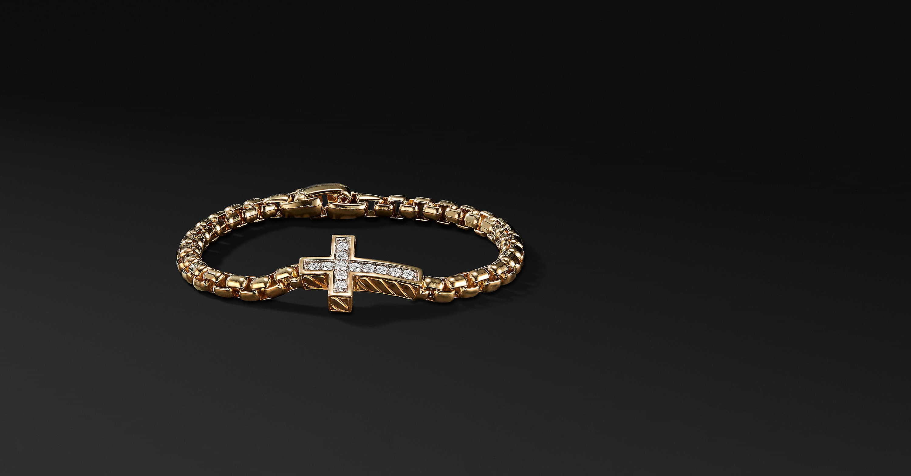 Pavé Cross Bracelet with Diamonds in 18K Gold
