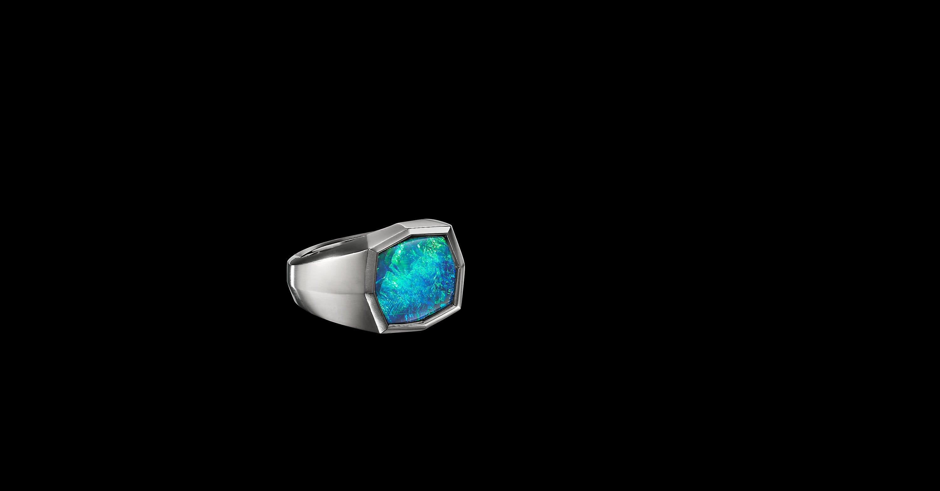 EY SignatureSignetRing in Platinumwith Black Opal