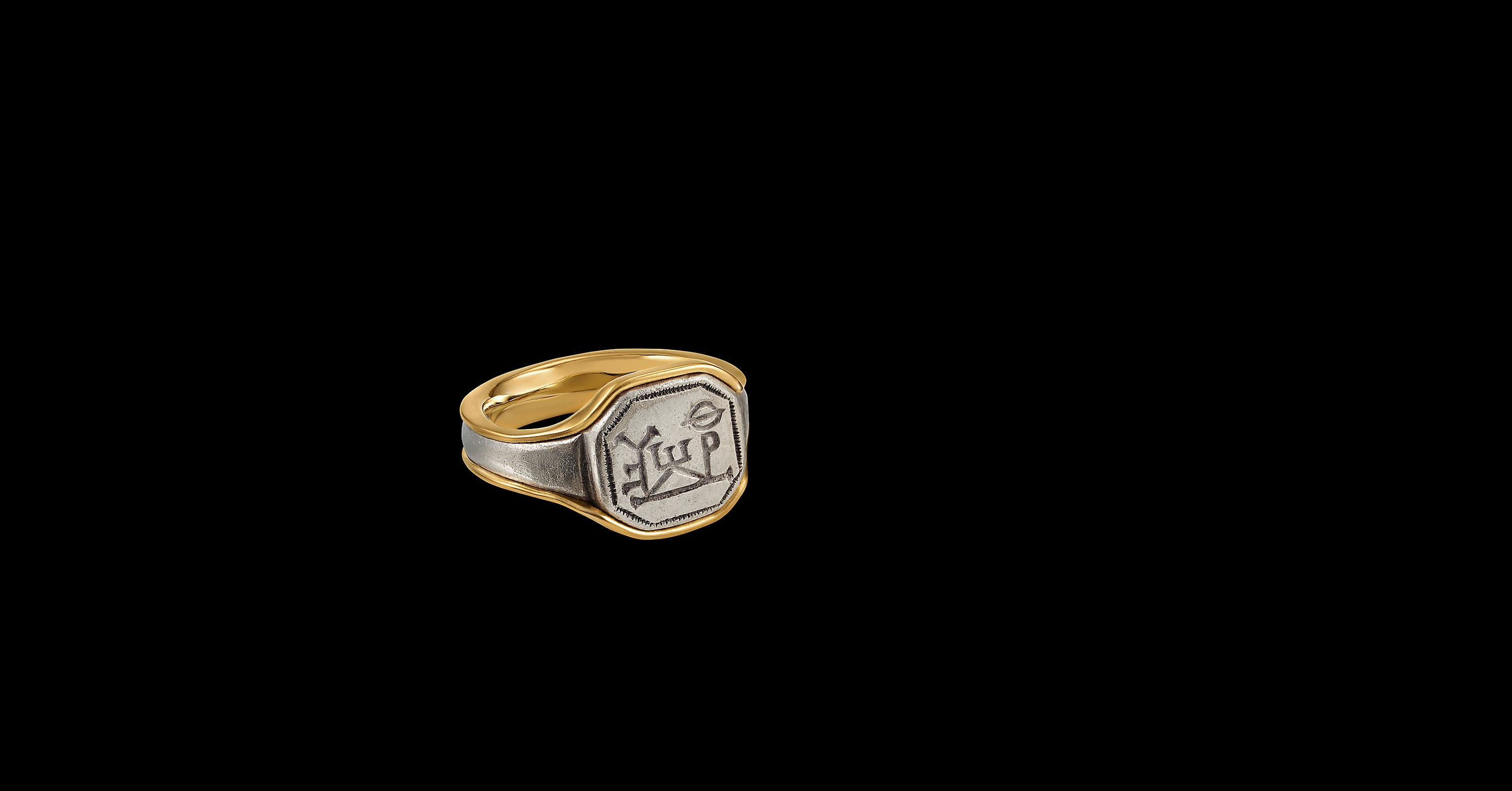 Ey Signature Inscribed Signet Ring with 22K Yellow Gold