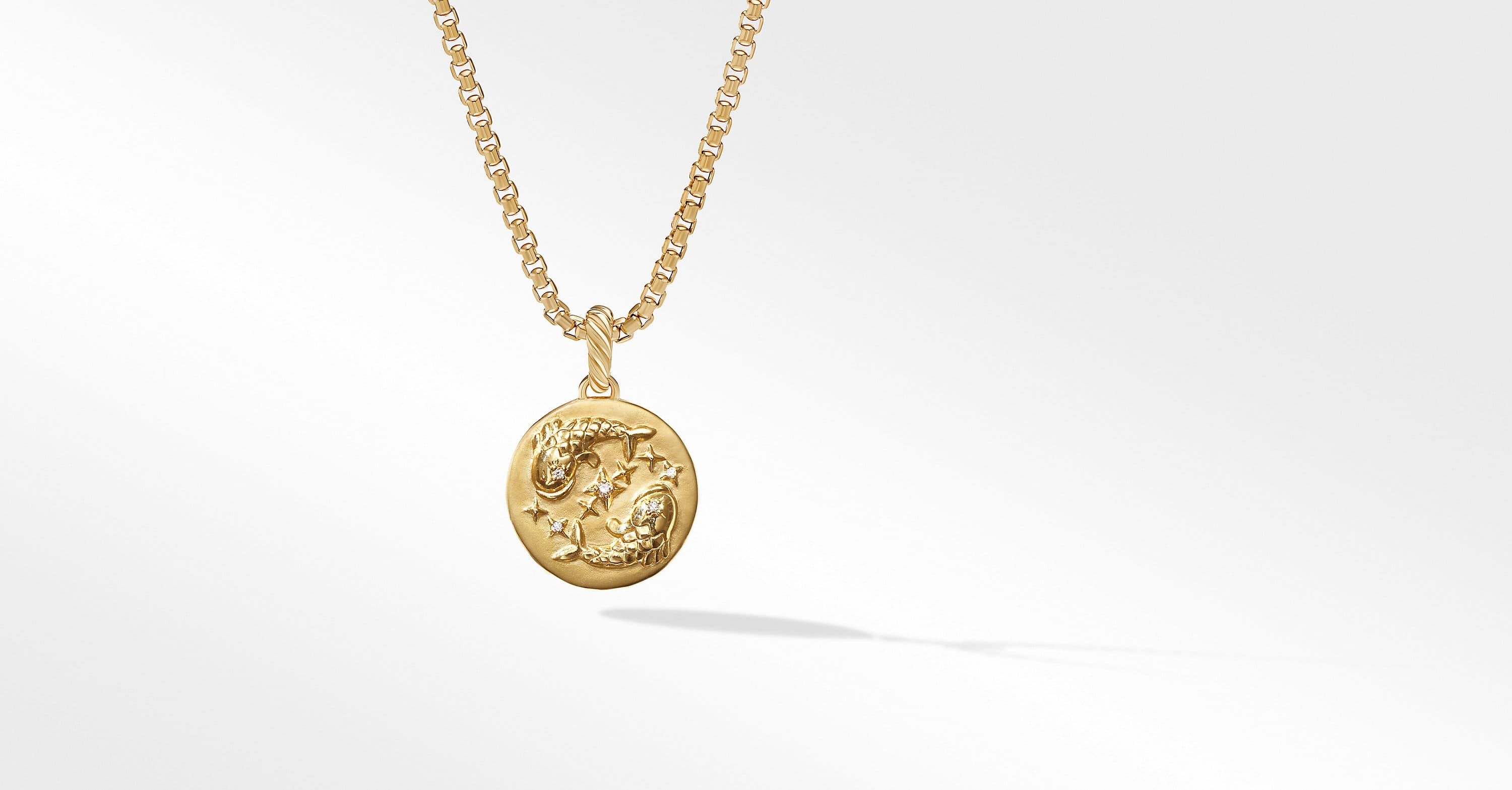 Pisces Amulet in 18K Yellow Gold with Diamonds