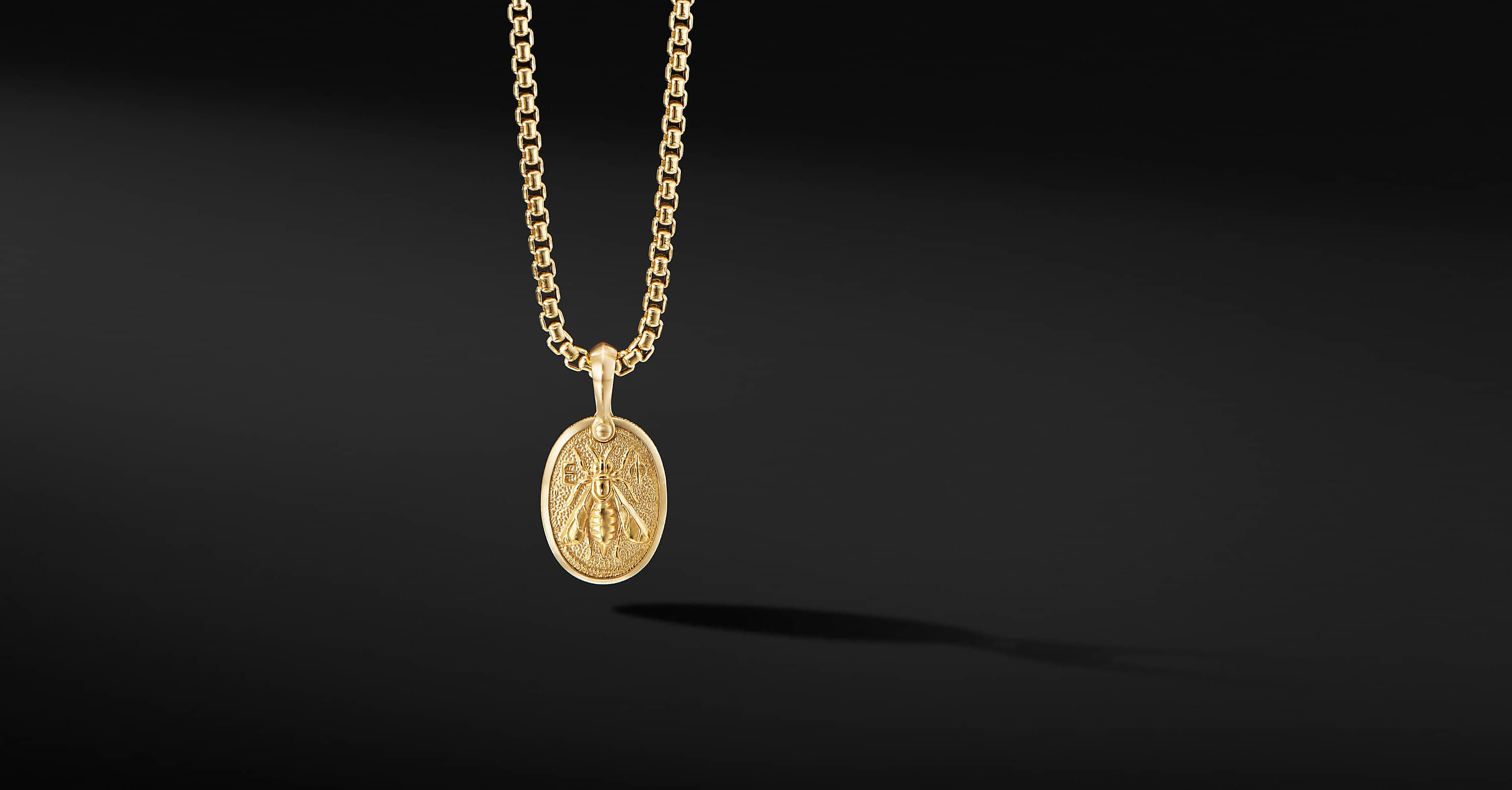 Petrvs Bee Amulet in 18K Yellow Gold