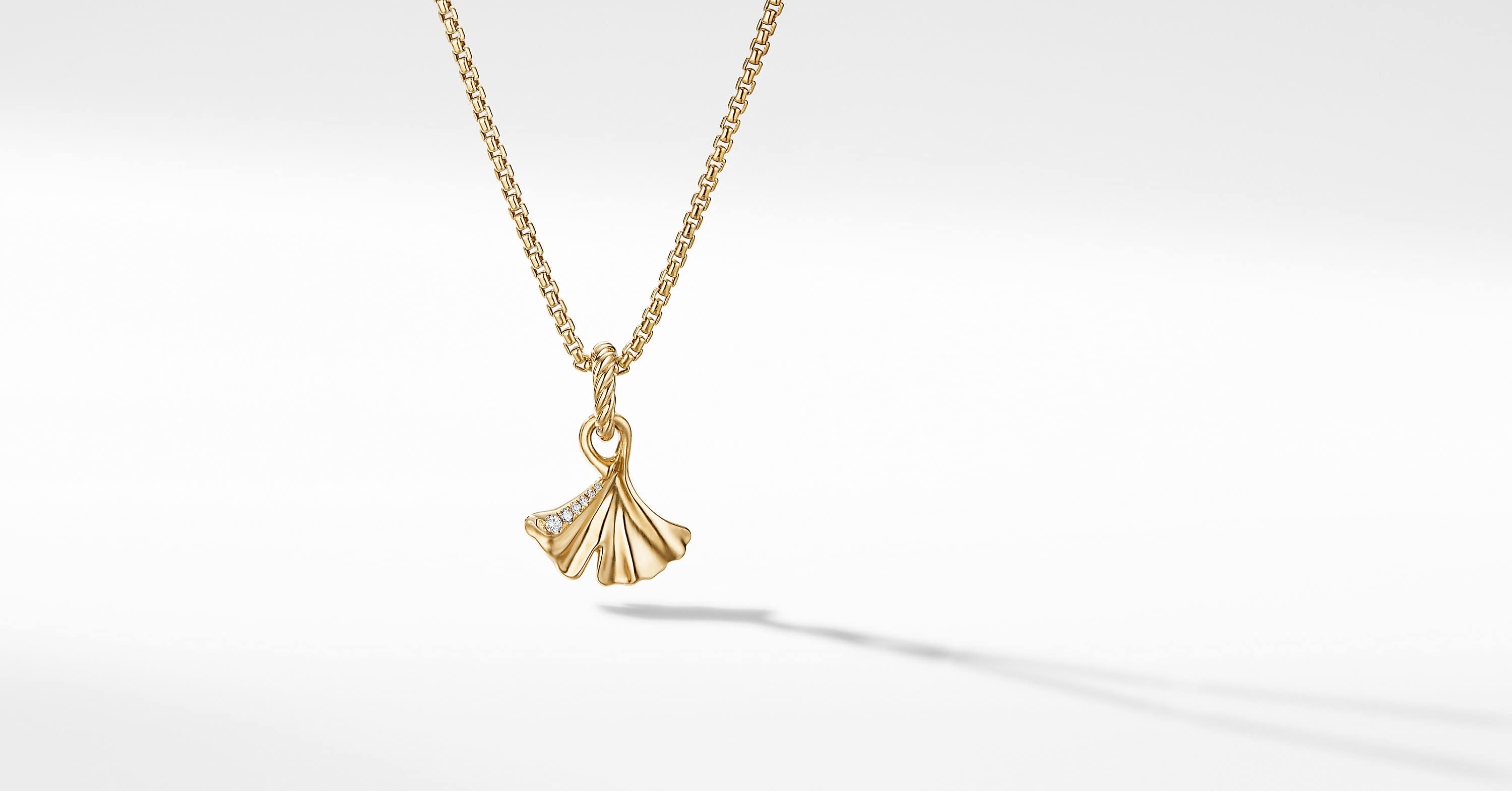 Ginkgo Amulet in 18K Yellow Gold with Diamonds, 17mm