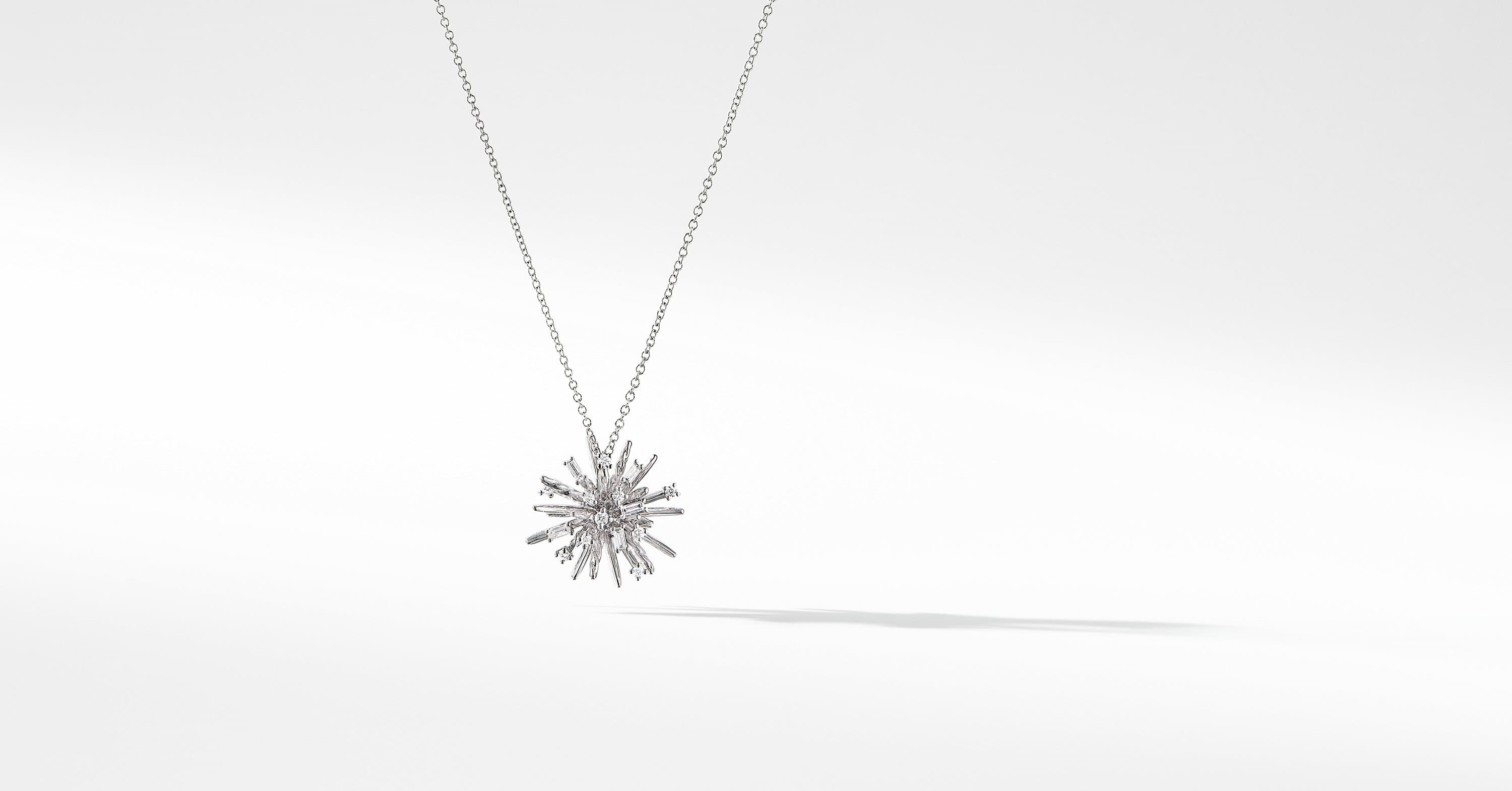 Collier à petit pendentif Supernova en or blanc 18 carats et diamants