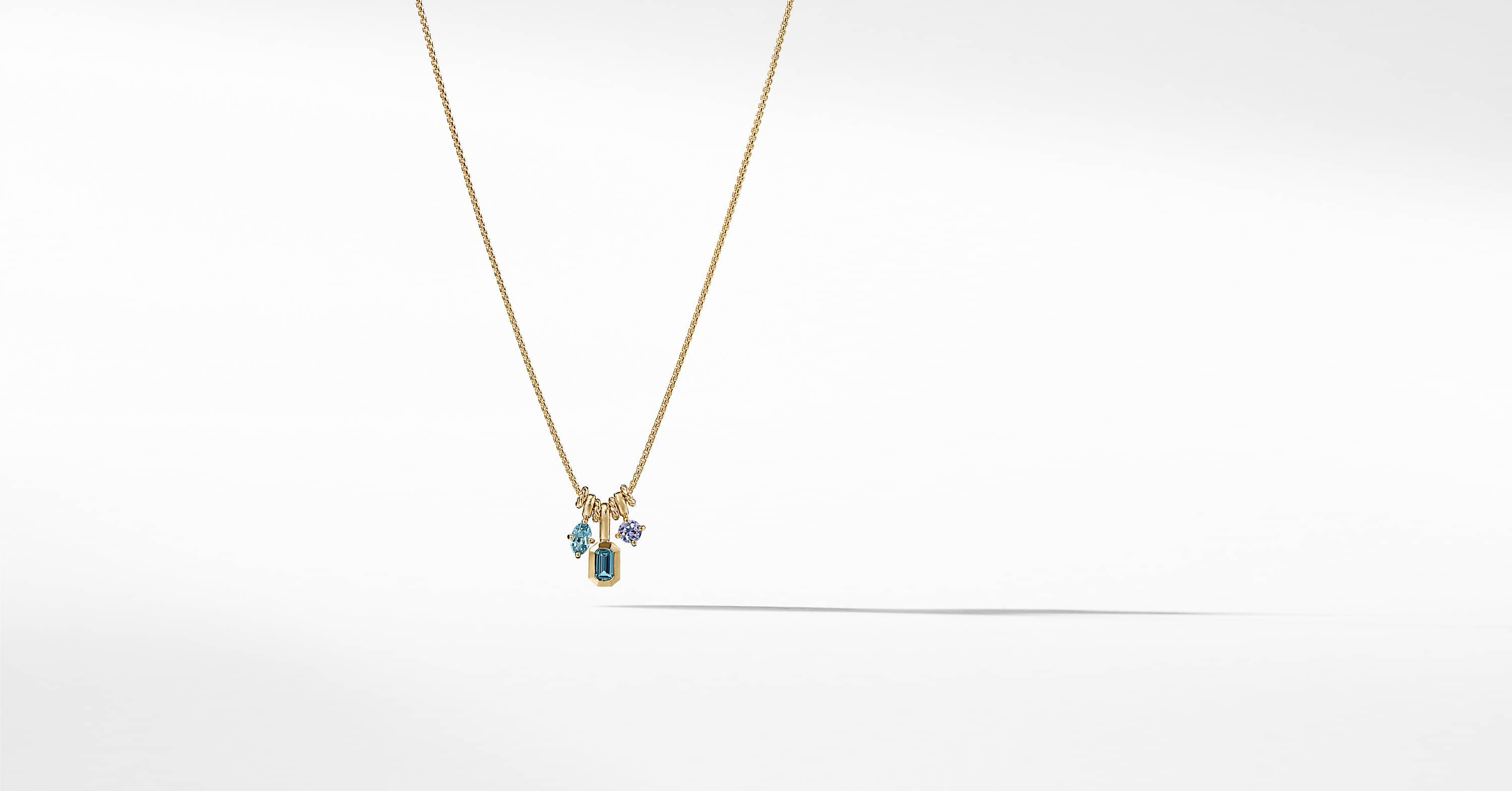 Novella Pendant Necklace in 18K Yellow Gold