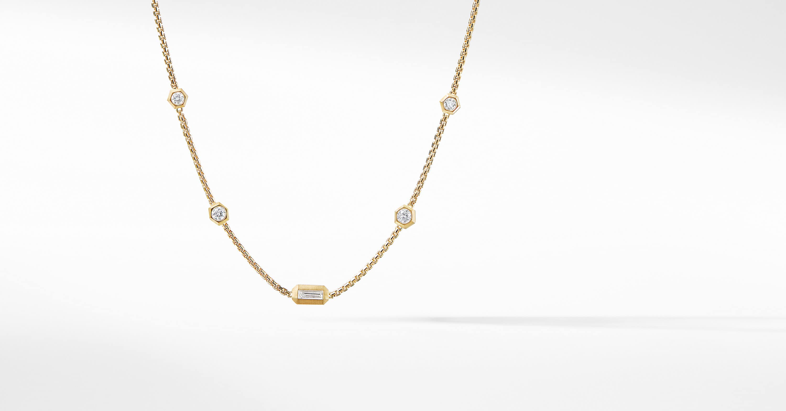 Novella Necklace with Diamonds in 18K Yellow Gold