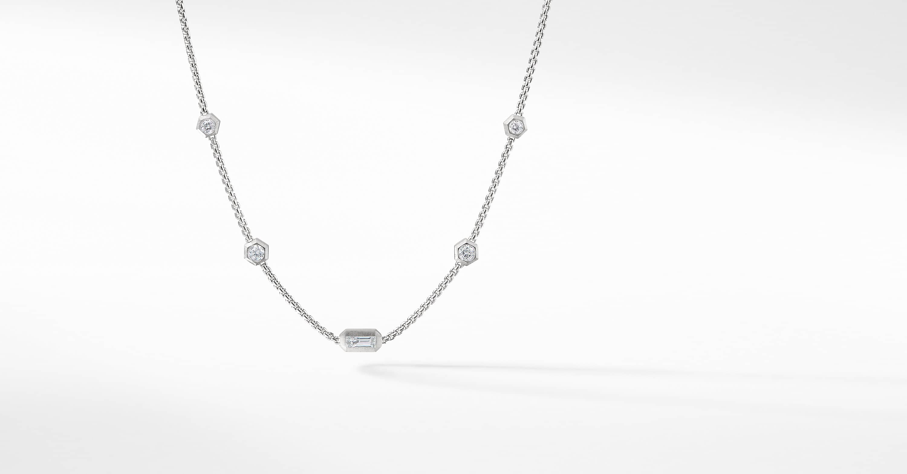 Novella Necklace with Diamonds in 18K White Gold