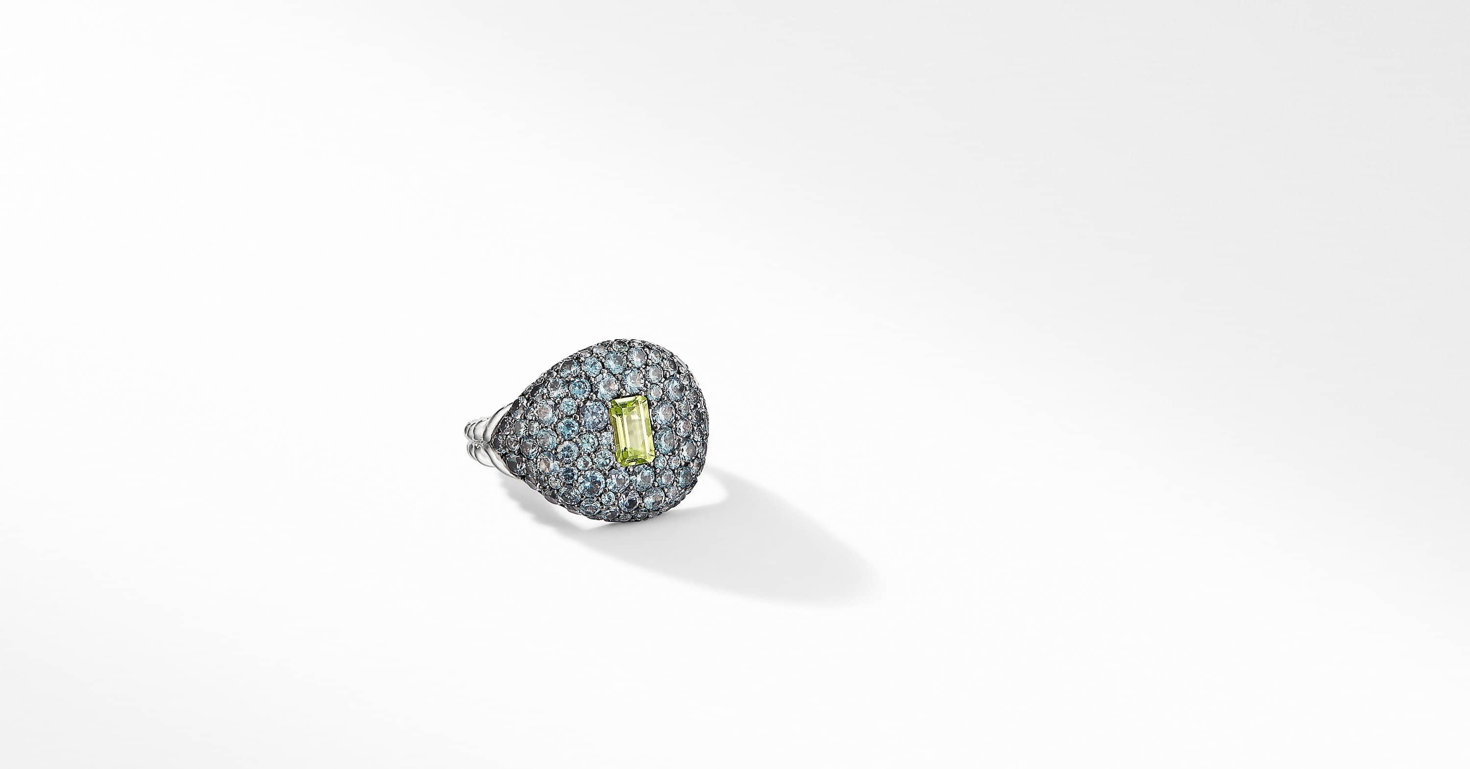 Pavé Pinky Ring in 18K White Gold with Peridot