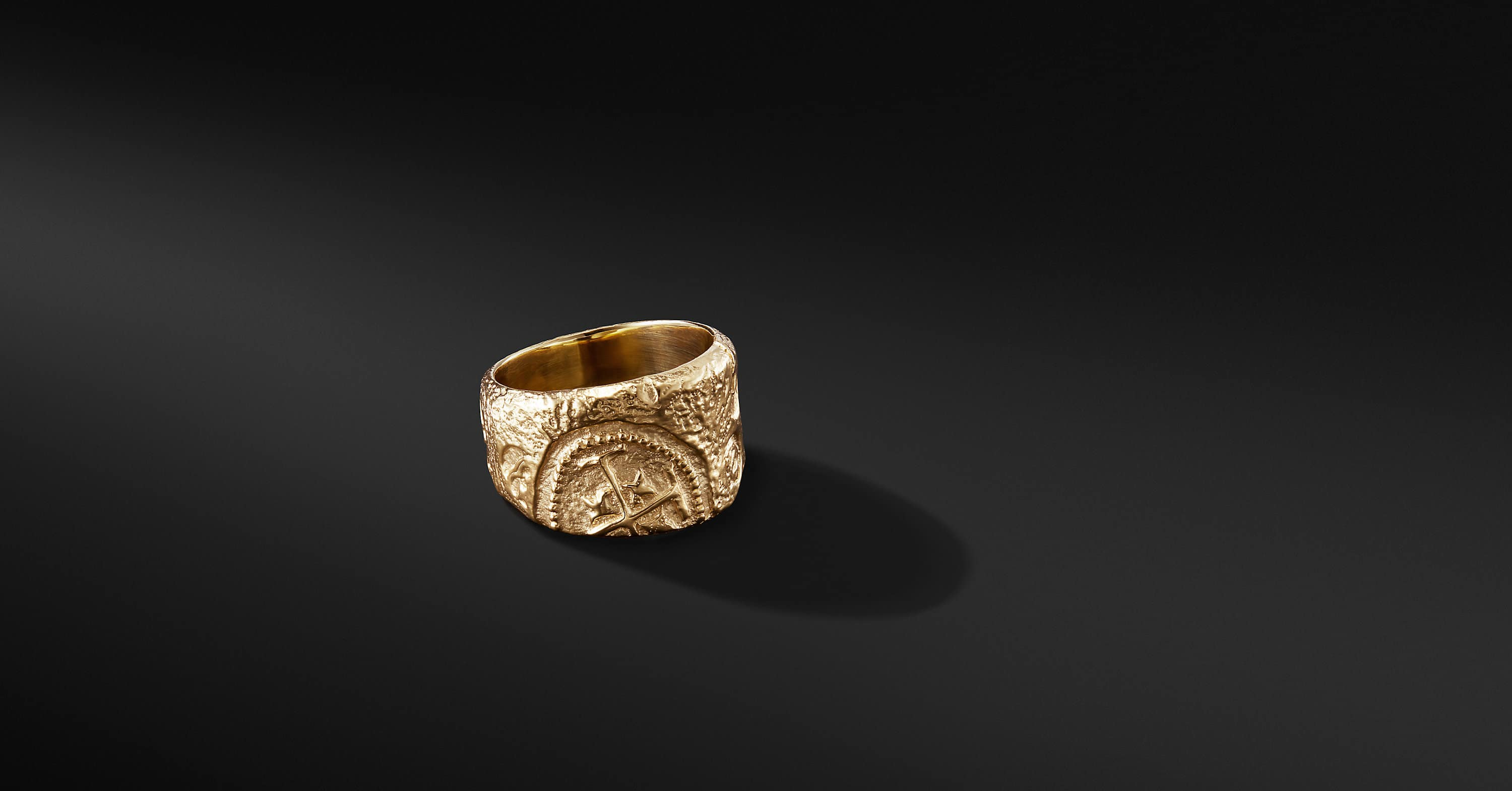 Shipwreck Cigar Band Ring in 22K Gold, 16mm