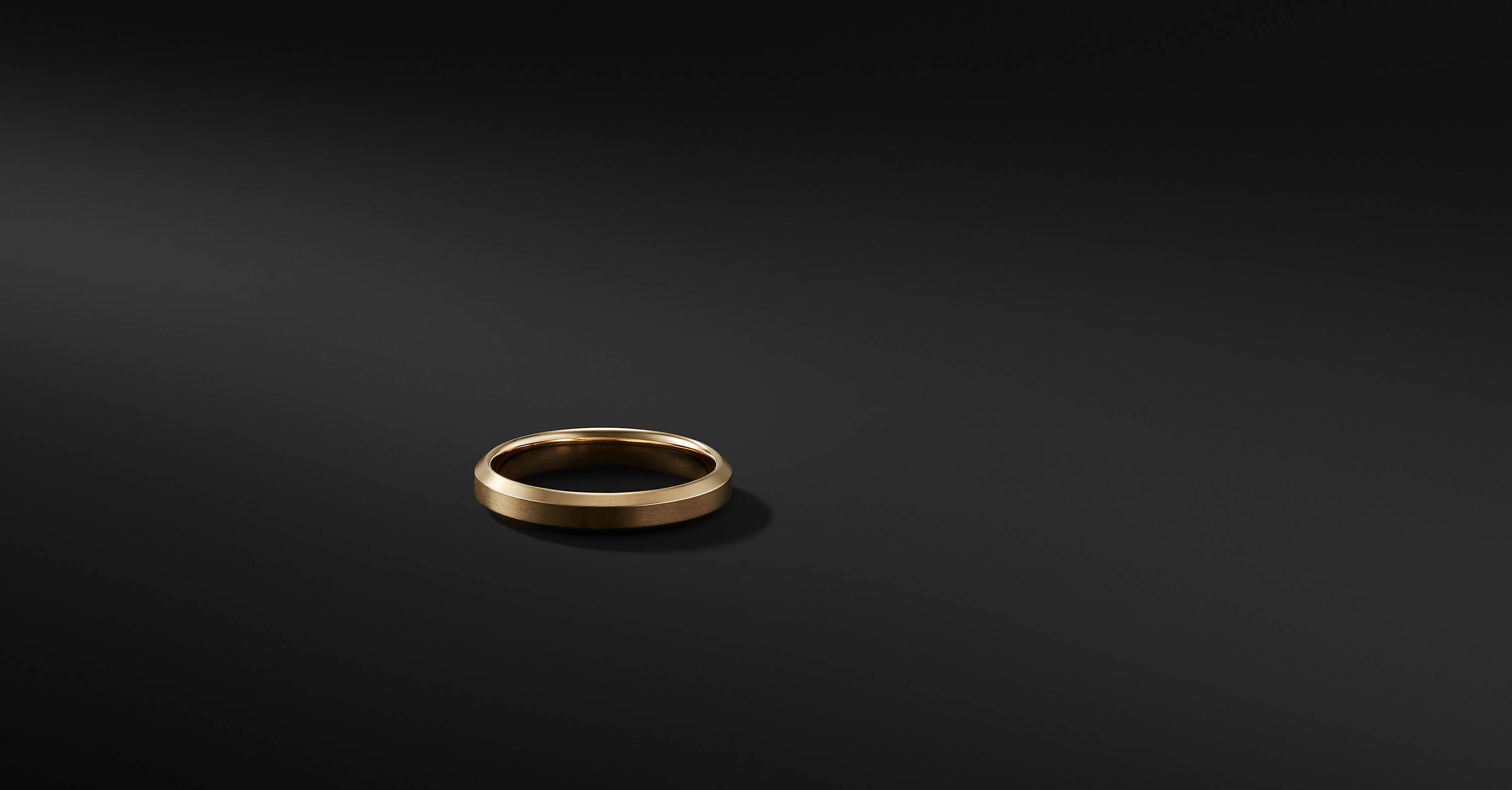 Beveled Band Ring in 18K Gold, 4mm