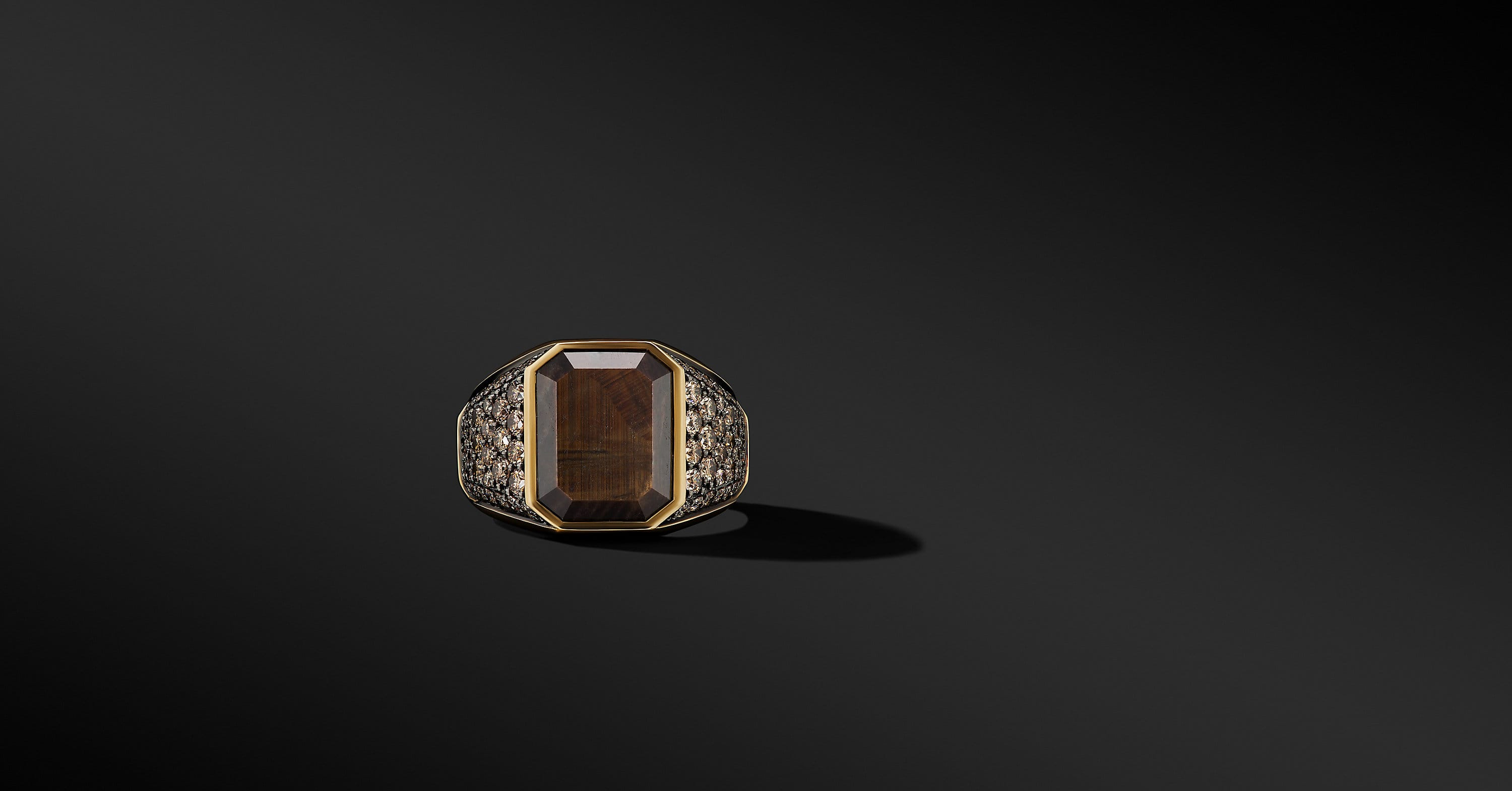 Heirloom Signet Ring in 18K Yellow Gold with Pavé, 17mm