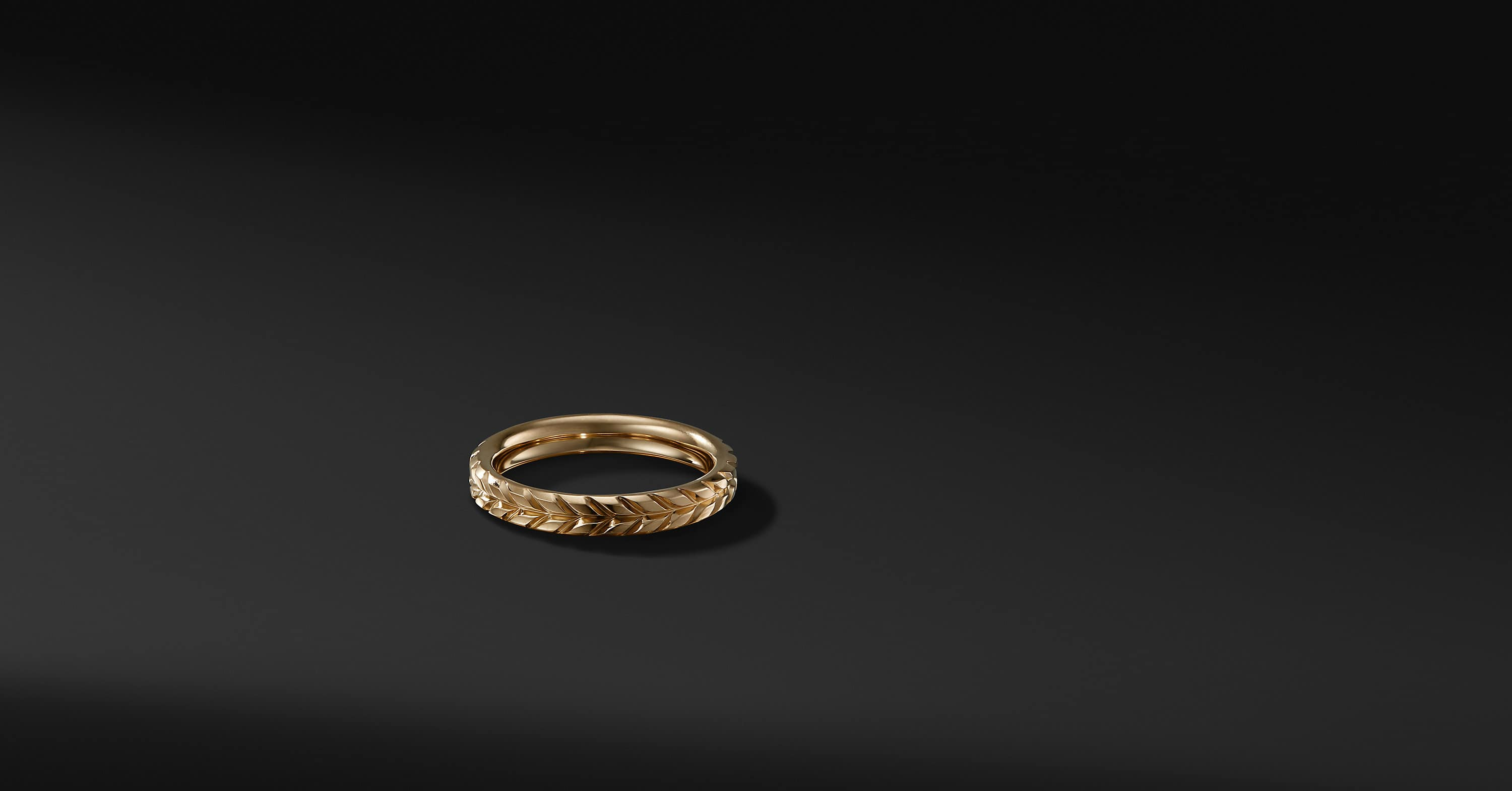 Chevron Band in 18K Gold, 4mm