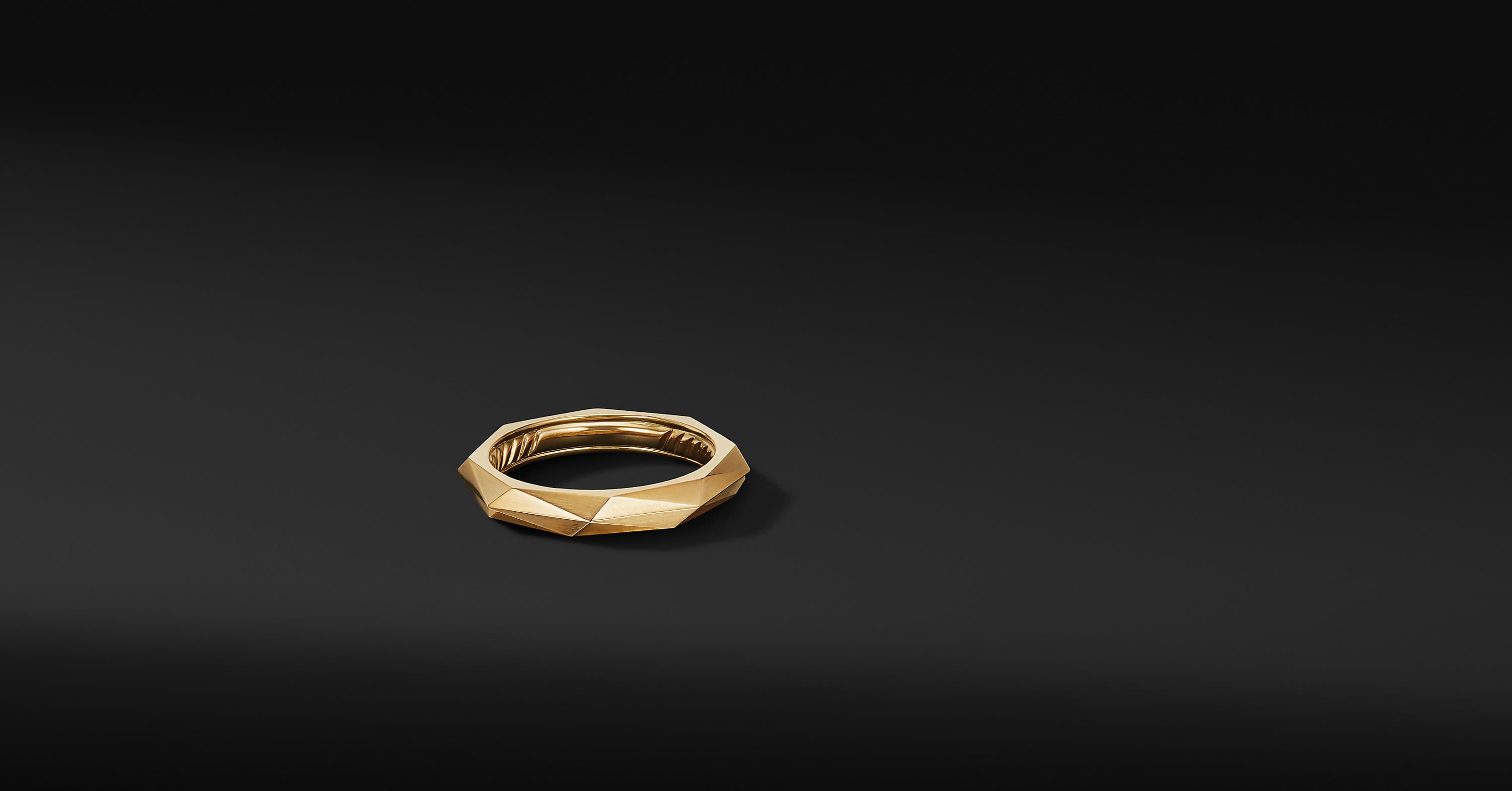 Torqued Faceted Band Ring in 18K Yellow Gold, 4mm