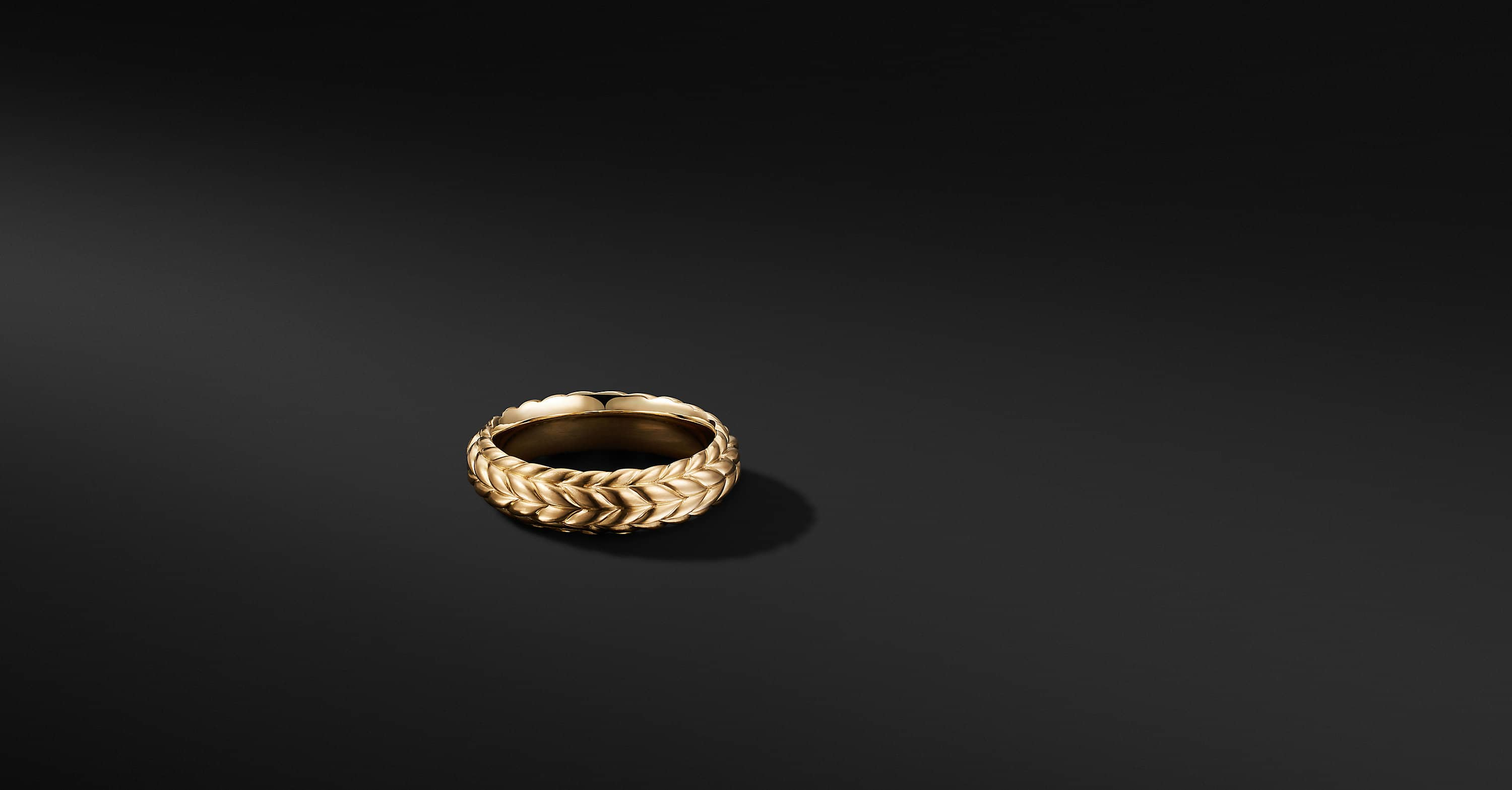 Chevron Beveled Band Ring in 18K Yellow Gold, 6mm