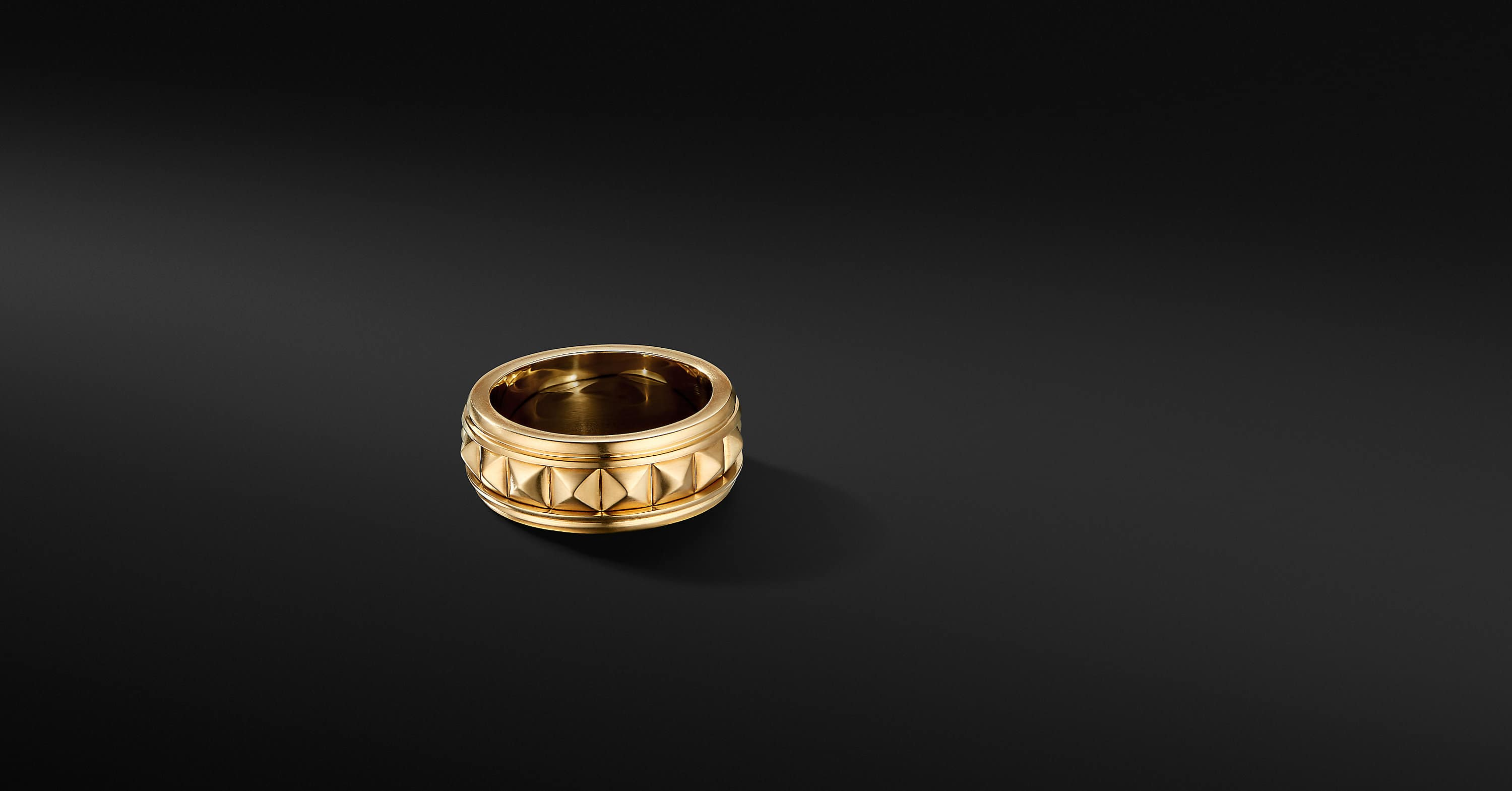Pyramid Band Ring in 18K Yellow Gold, 8mm