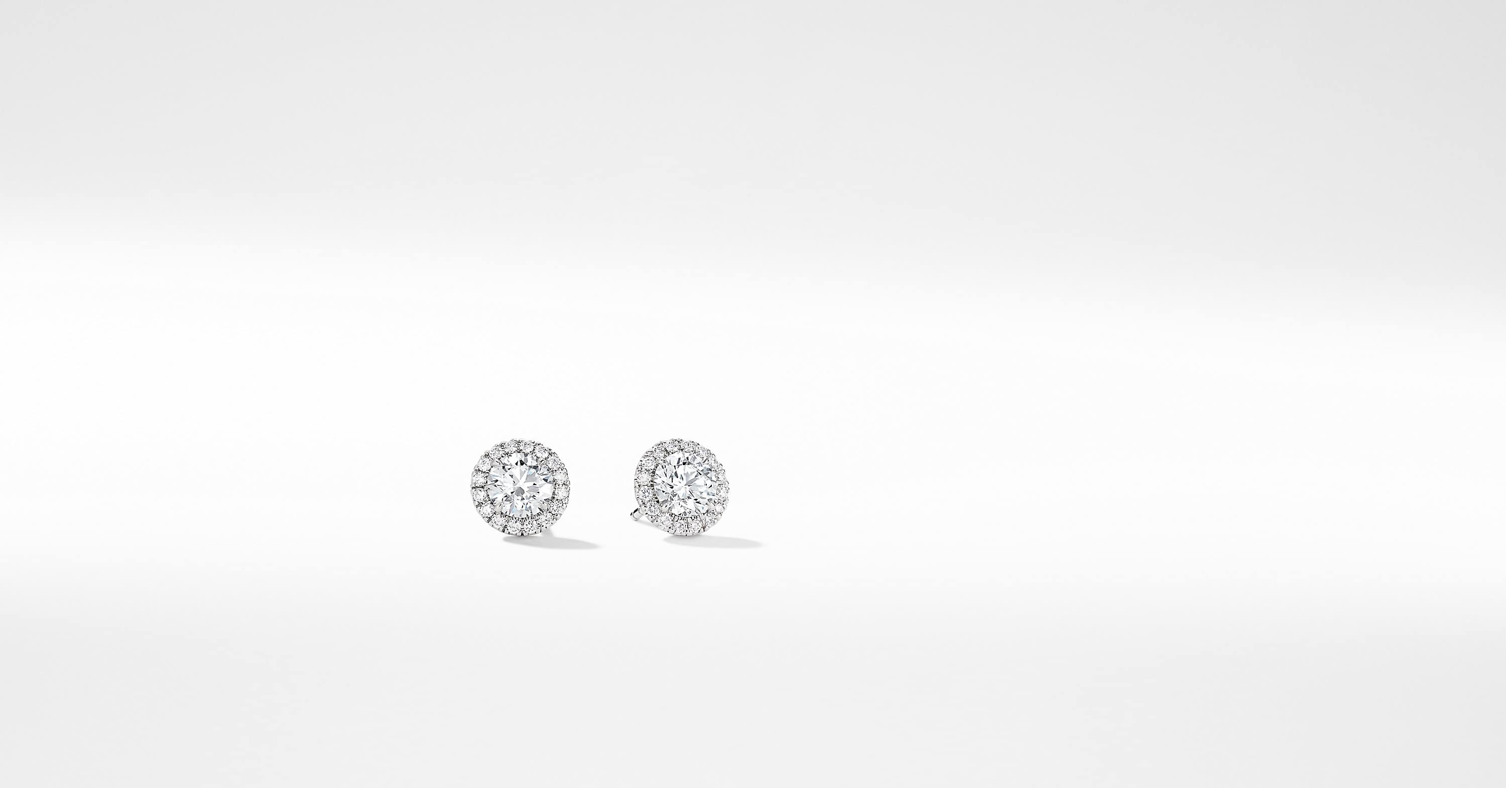 Clous d'oreilles DY Capri en or blanc 18 carats avec diamants